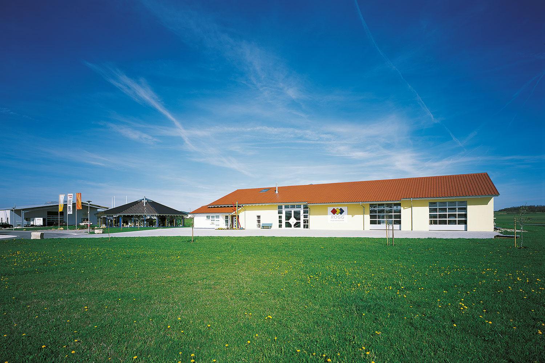 Firmengebäude mit Dachziegel von creaton