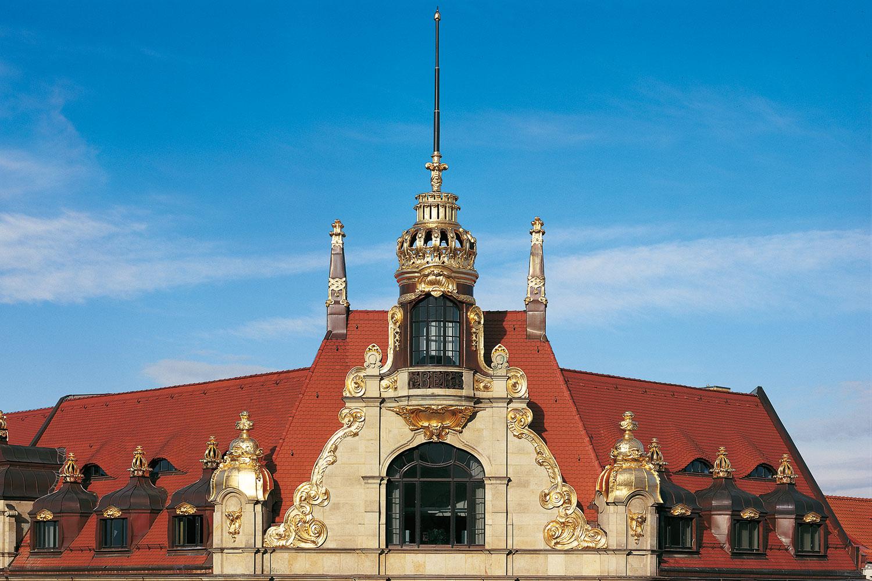 Schloss mit Dachpfanne creaton